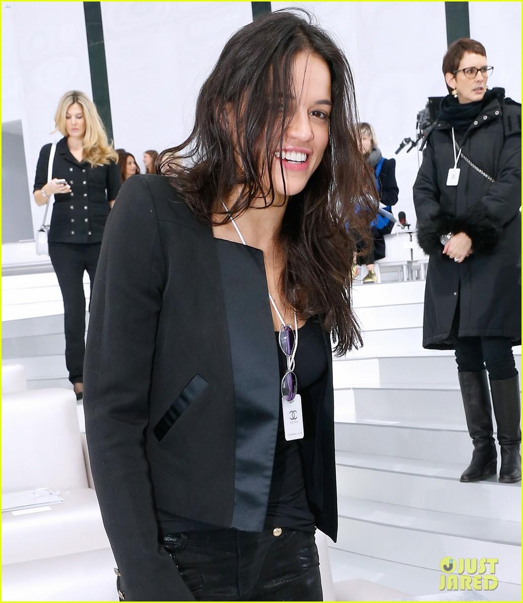 cara delevingne tilda swinton chanel paris fashion show 243036974