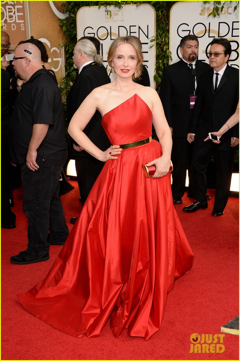 julie delpy golden globes 2014 red carpet 05