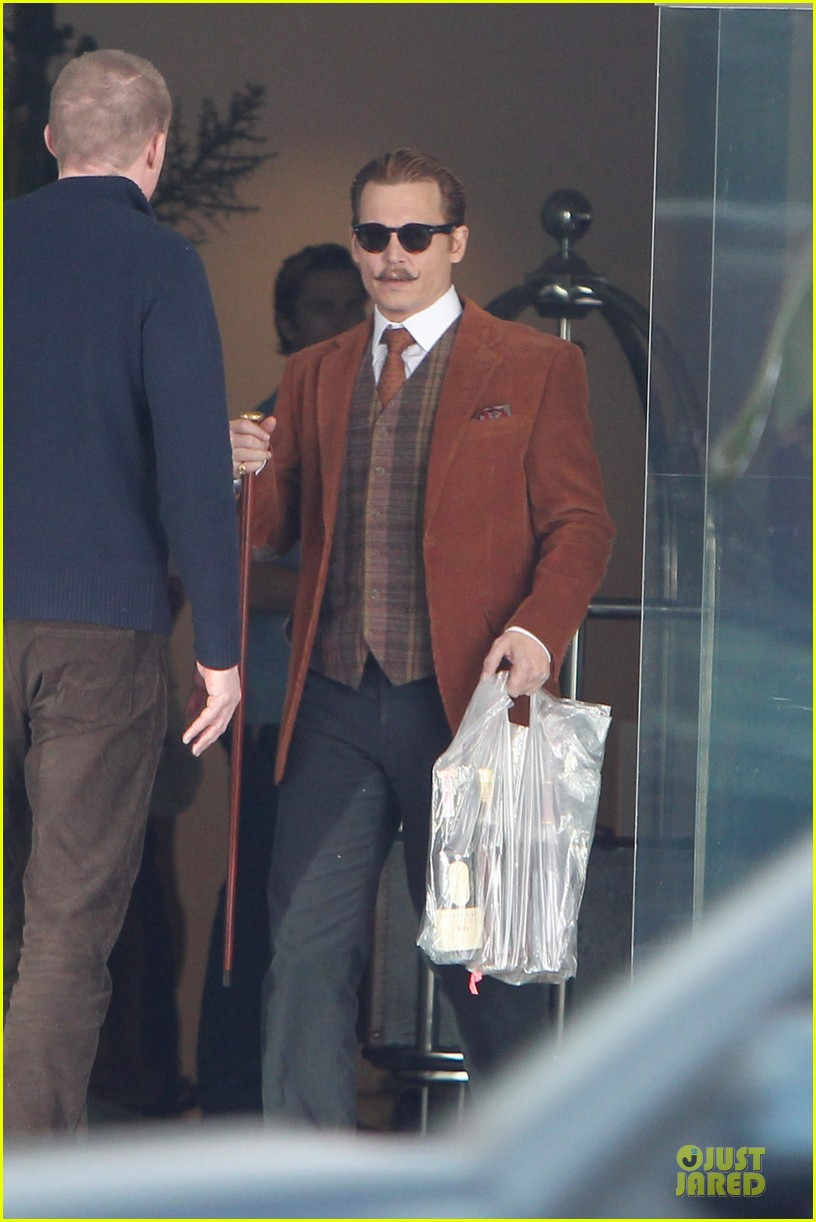 johnny depp mortdecai set with bikini clad babes 023024194