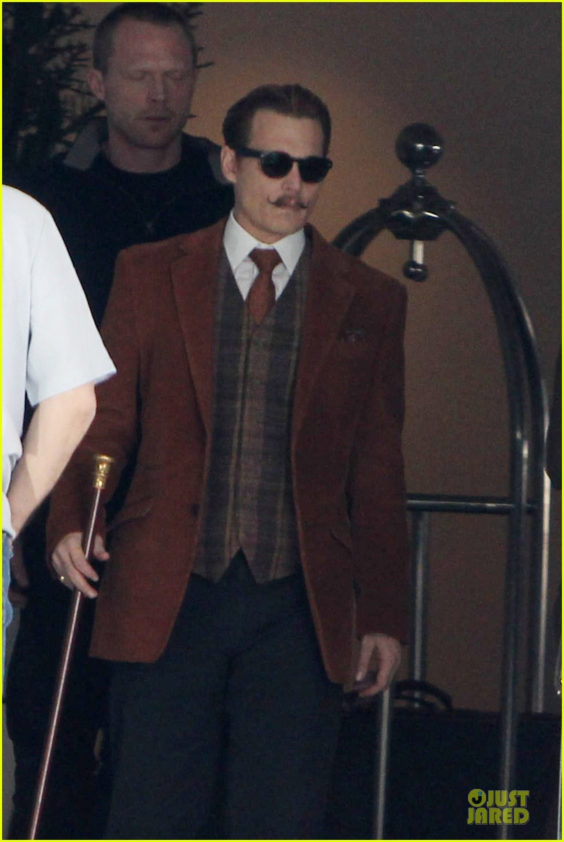 johnny depp mortdecai set with bikini clad babes 043024196