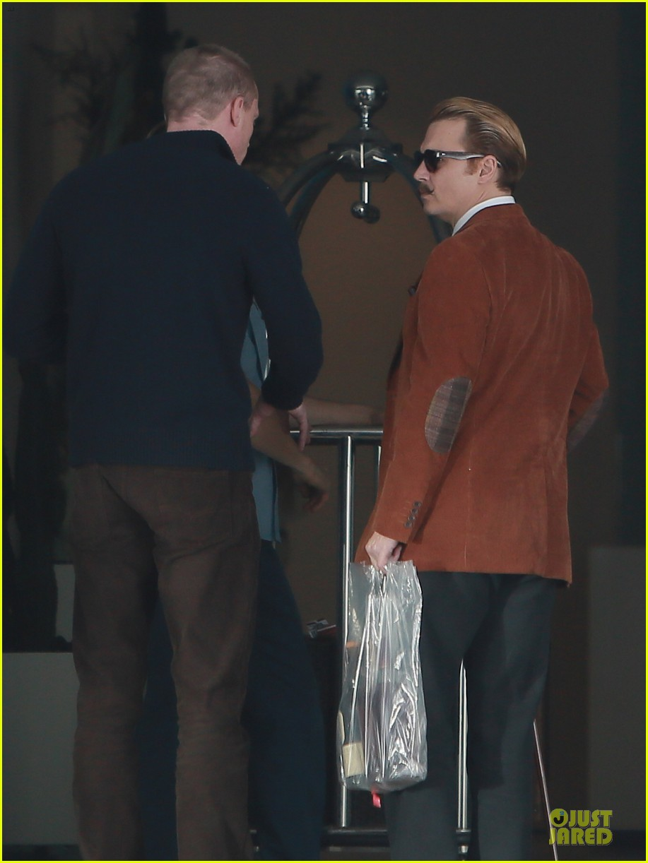 johnny depp mortdecai set with bikini clad babes 183024210