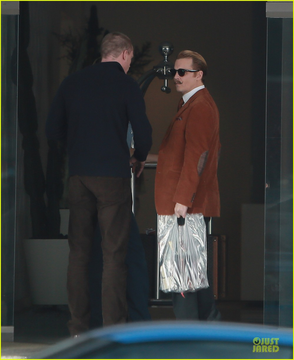 johnny depp mortdecai set with bikini clad babes 21