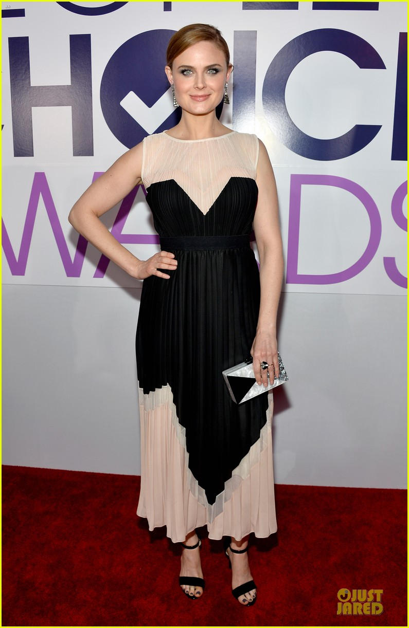 emily deschanel peoples choice awards 2014 red carpet 013025665