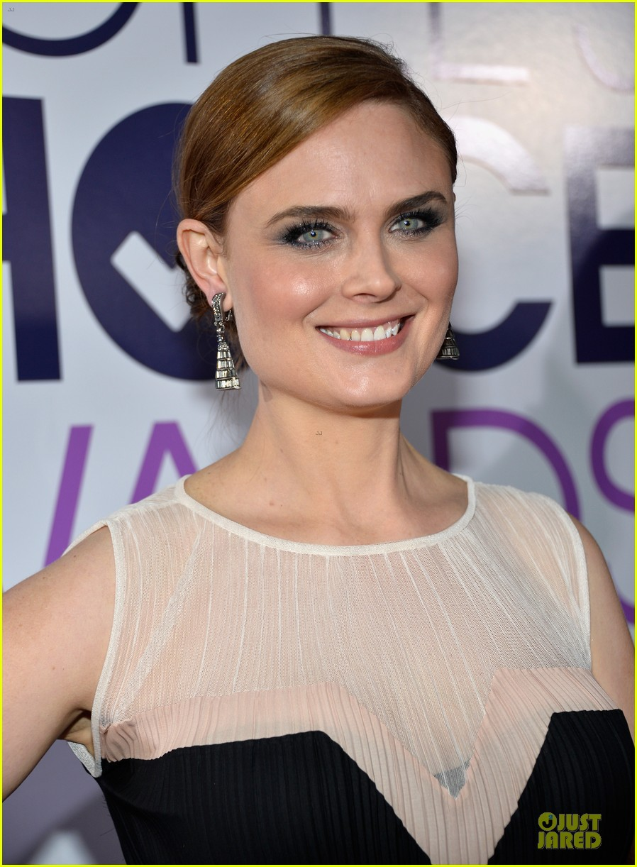 emily deschanel peoples choice awards 2014 red carpet 023025666