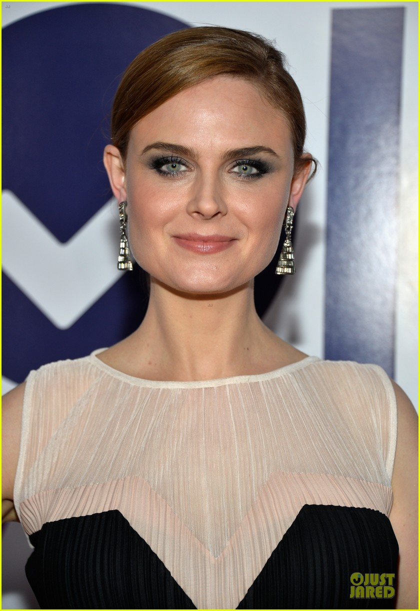 emily deschanel peoples choice awards 2014 red carpet 063025670