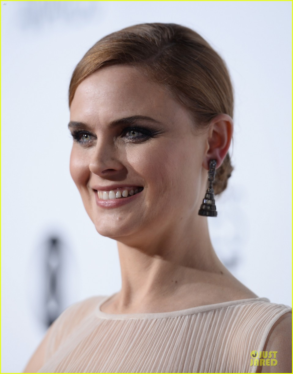 emily deschanel peoples choice awards 2014 red carpet 083025672