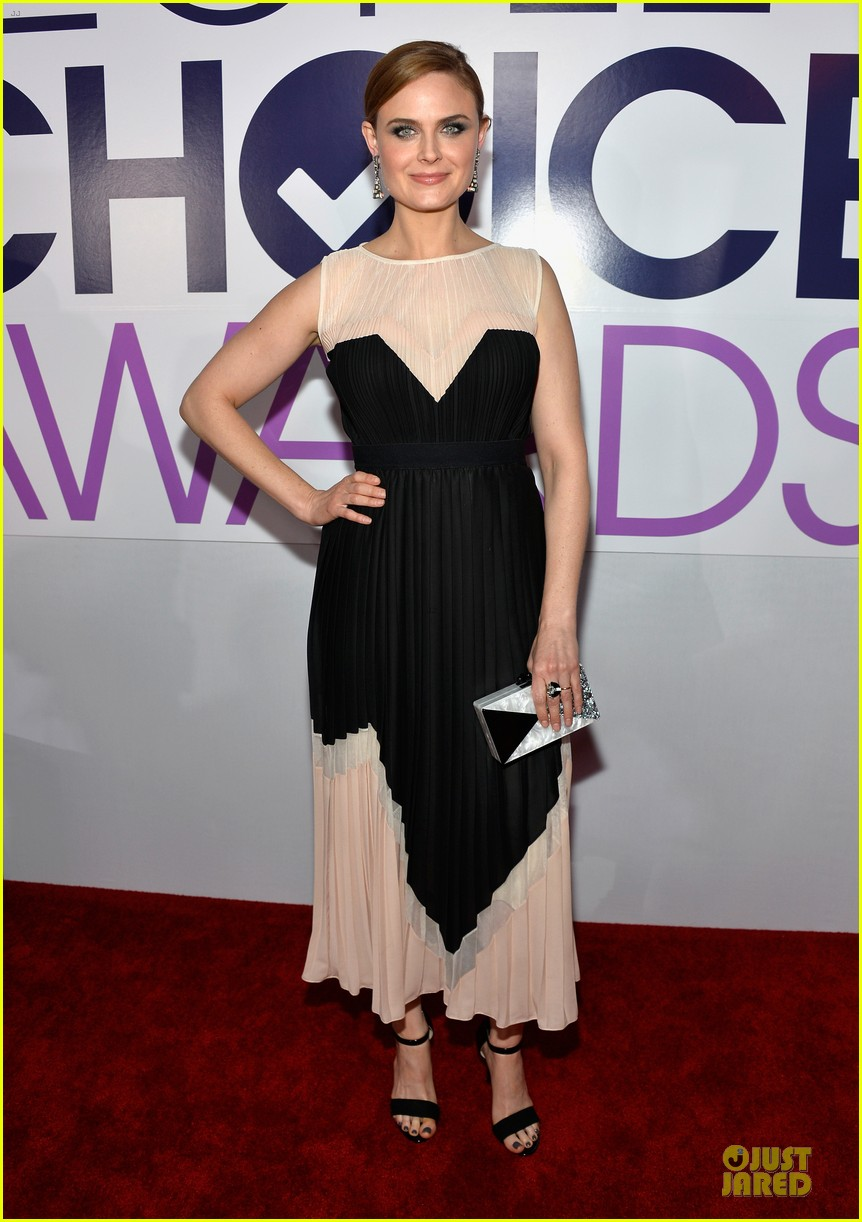 emily deschanel peoples choice awards 2014 red carpet 123025676
