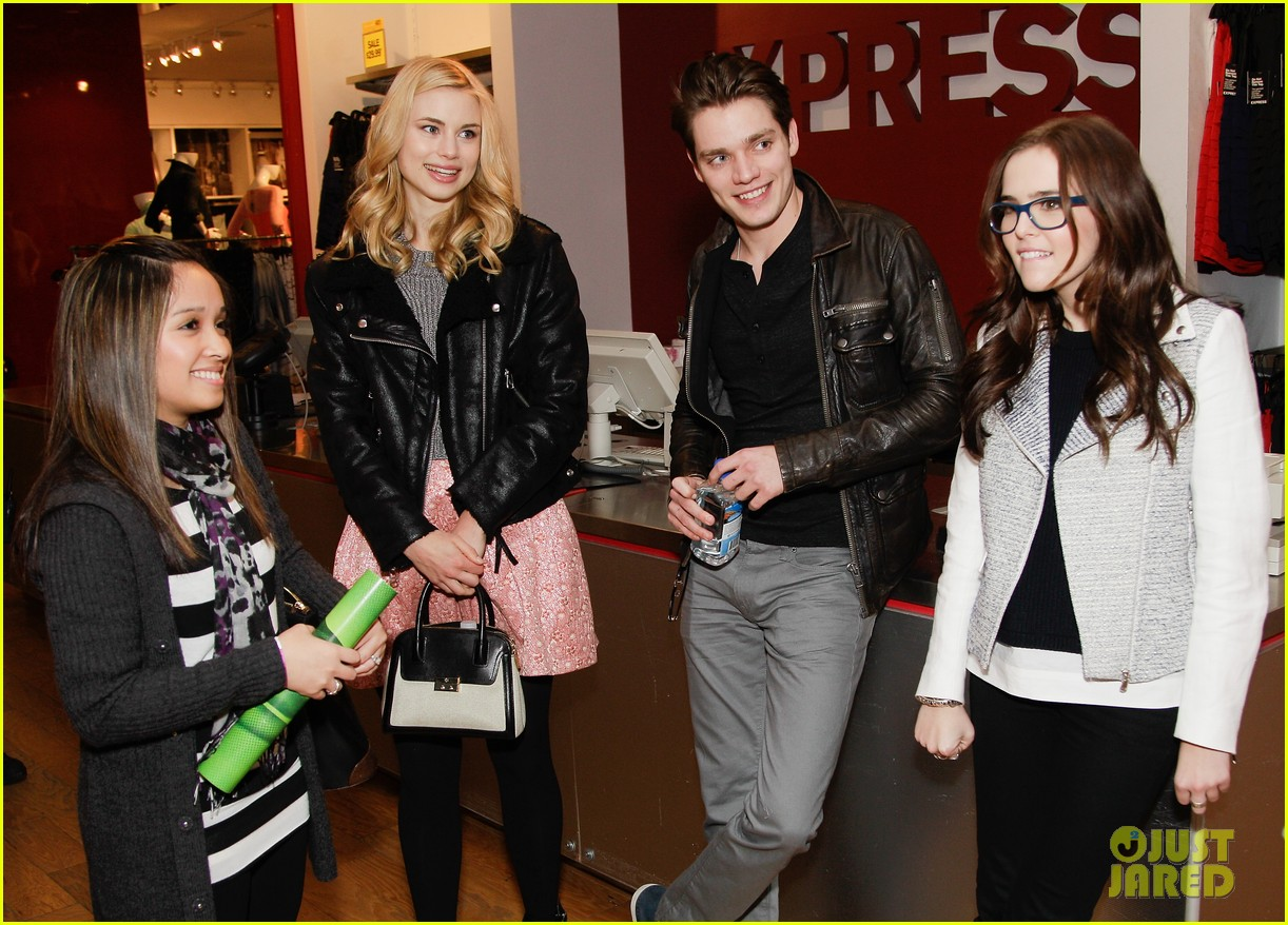 zoey deutch lucy fry vampire academy houston signing 013044094