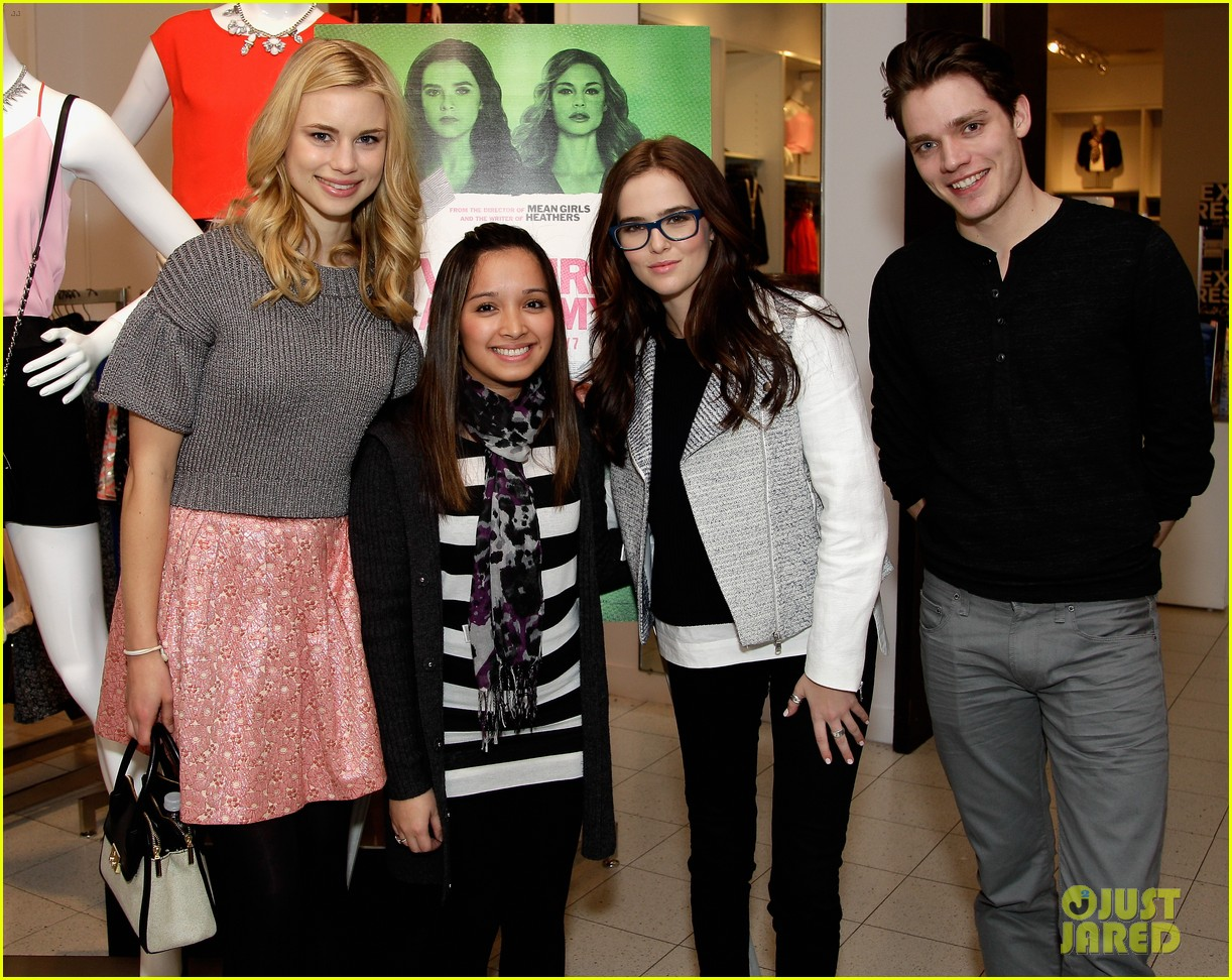 zoey deutch lucy fry vampire academy houston signing 023044095