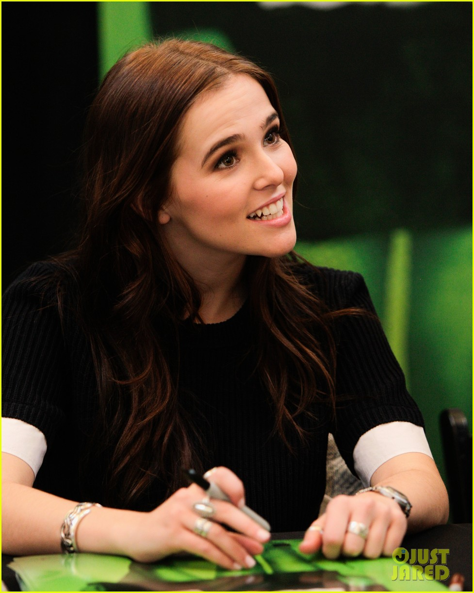 zoey deutch lucy fry vampire academy houston signing 053044098