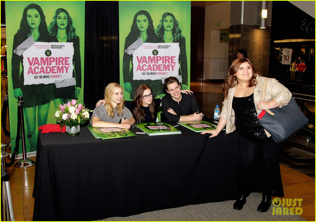 zoey deutch lucy fry vampire academy houston signing 073044100