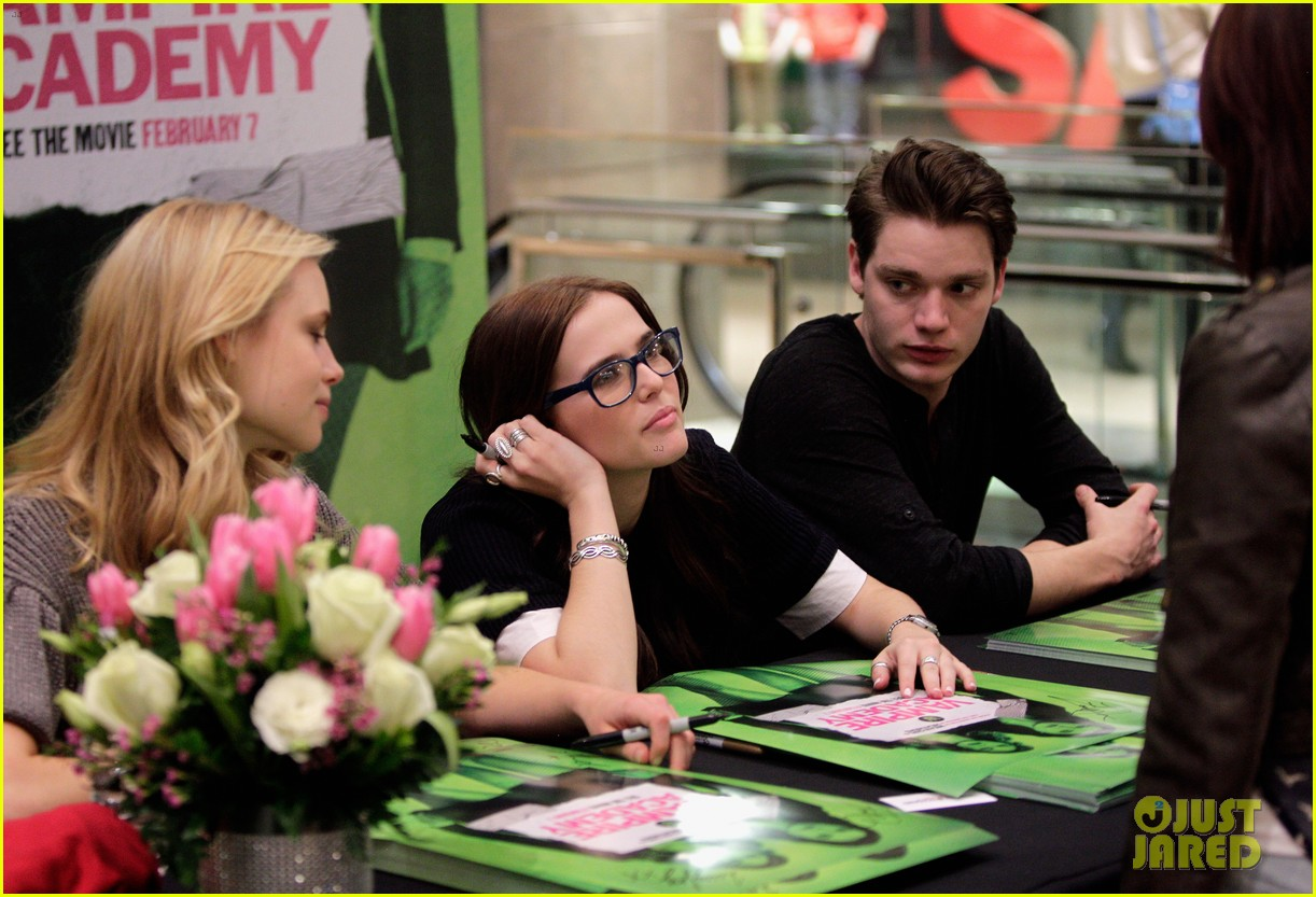zoey deutch lucy fry vampire academy houston signing 083044101