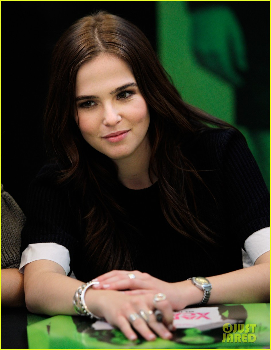 zoey deutch lucy fry vampire academy houston signing 12