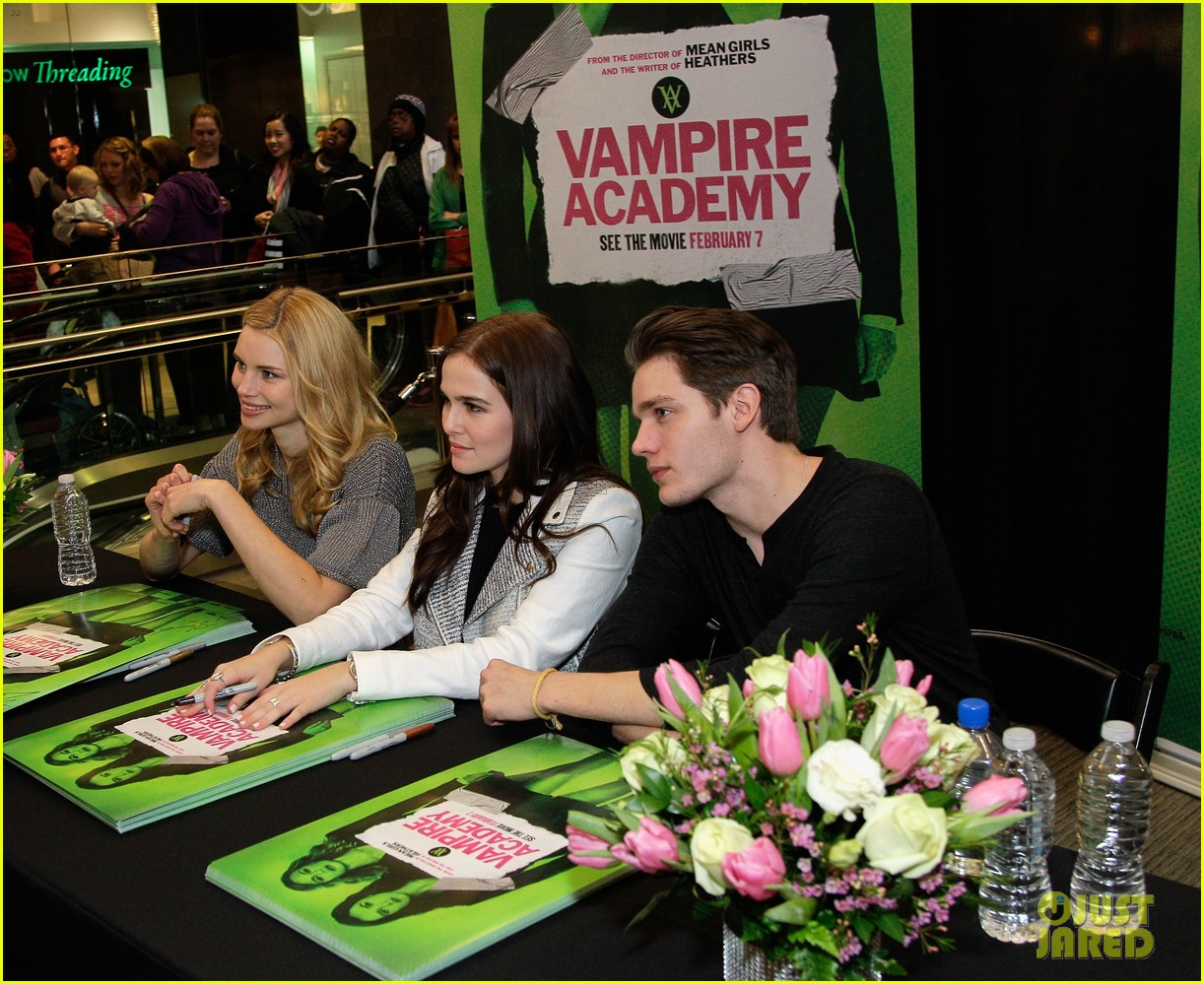 zoey deutch lucy fry vampire academy houston signing 133044106