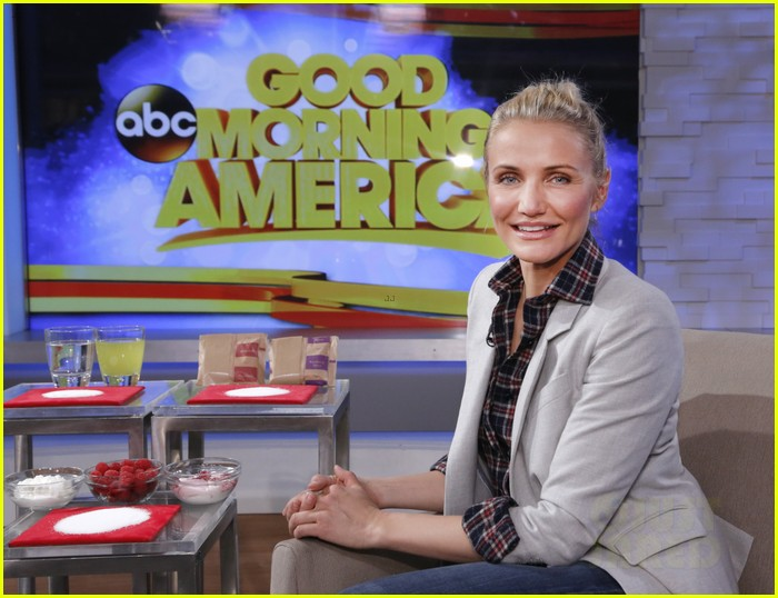 cameron diaz lena dunham meet at good morning america 043023887