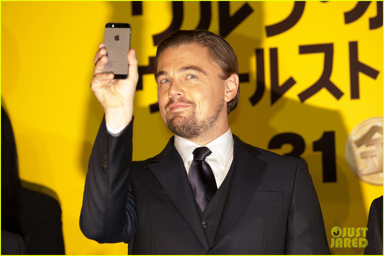 leonardo dicaprio captures wolf of wall street tokyo premiere on his iphone 023043316