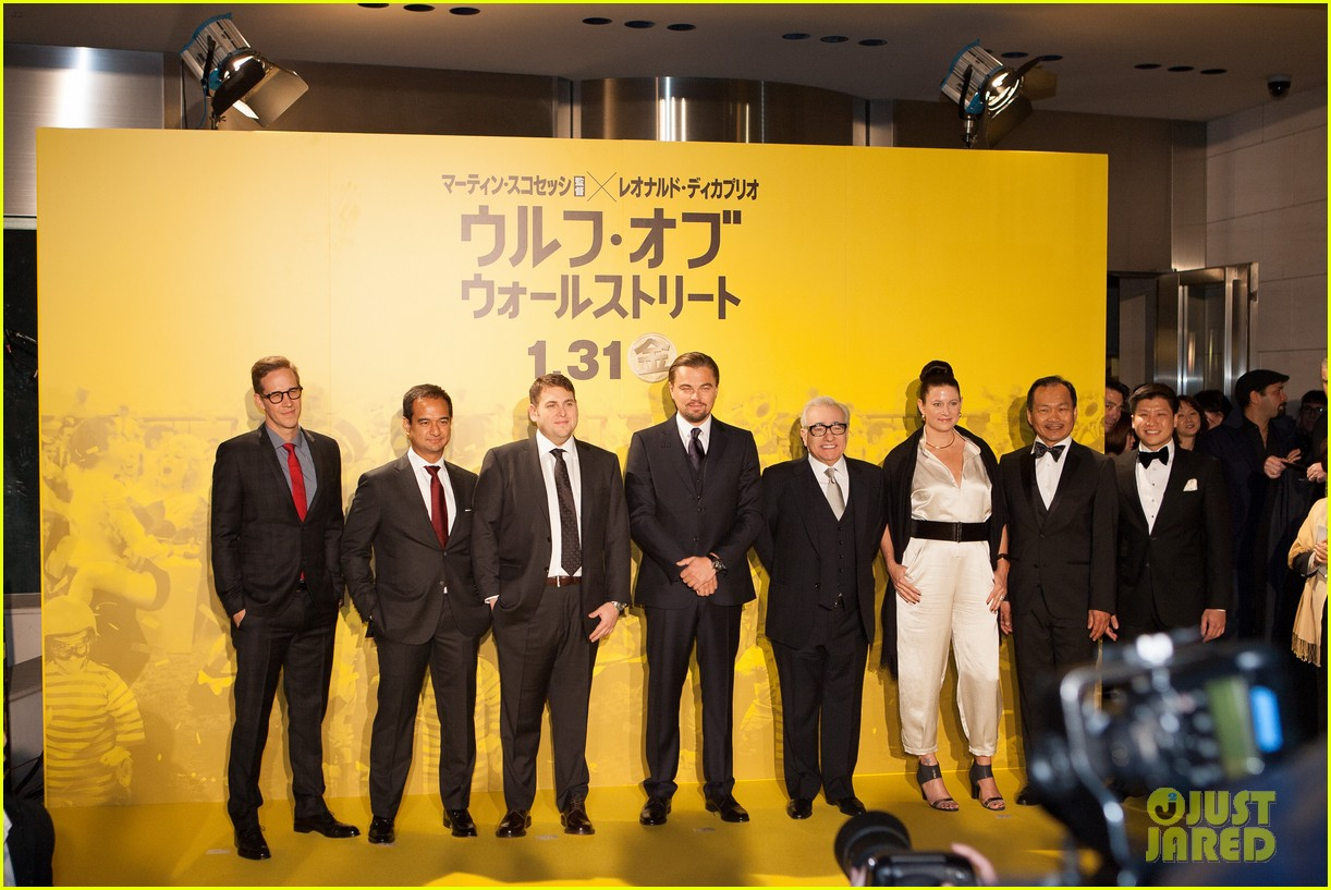 leonardo dicaprio captures wolf of wall street tokyo premiere on his iphone 033043317