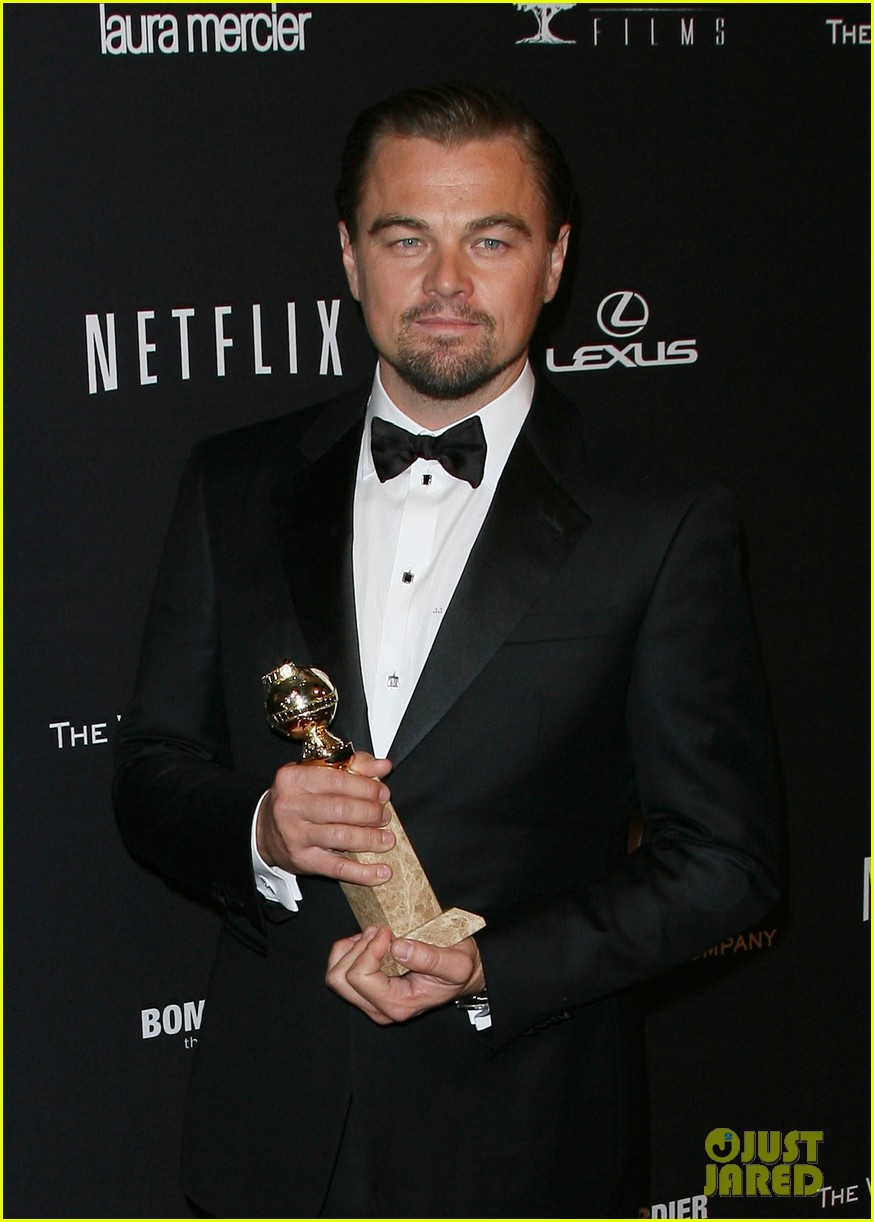 leonardo dicaprio shows off golden globe at weinstein party 01