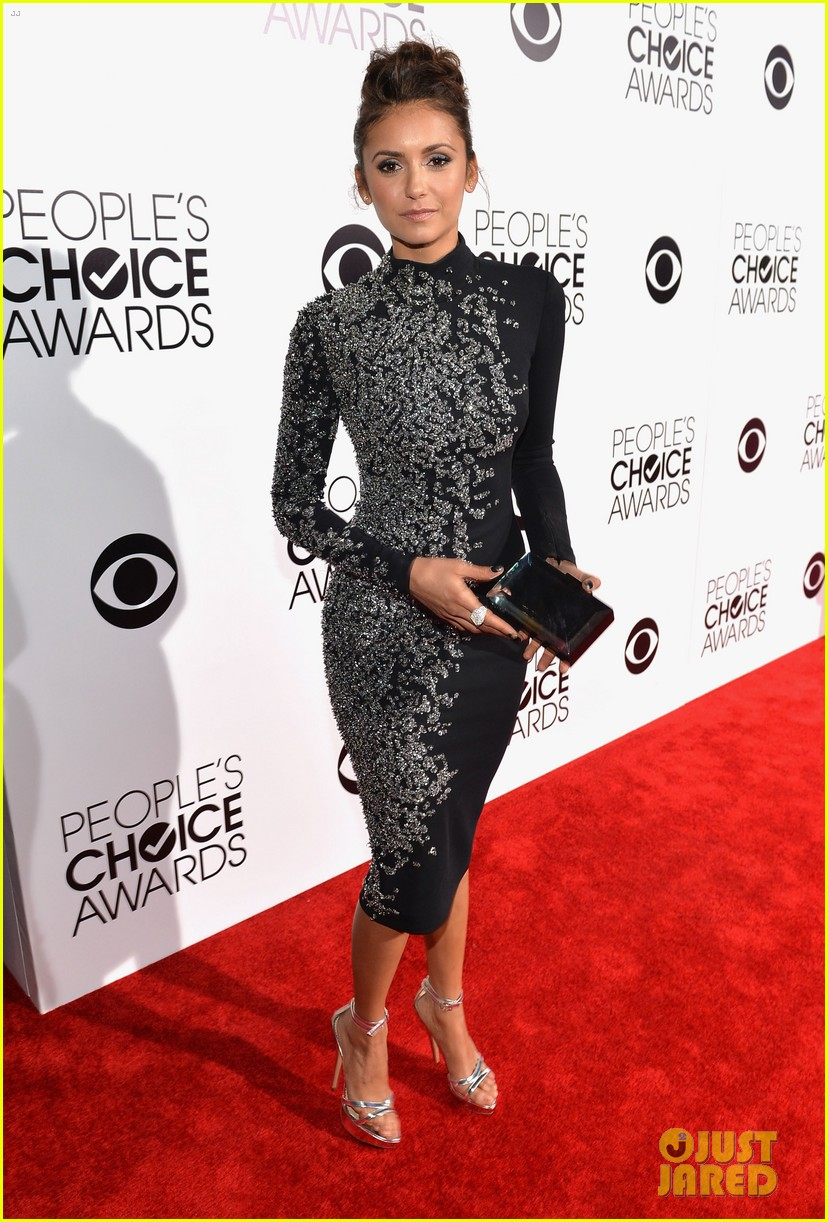 nina dobrev peoples choice awards 2014 red carpet 053025536
