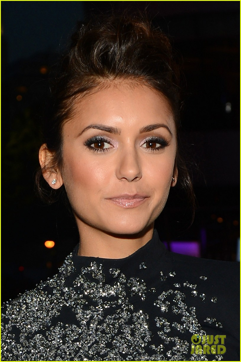 nina dobrev peoples choice awards 2014 red carpet 08