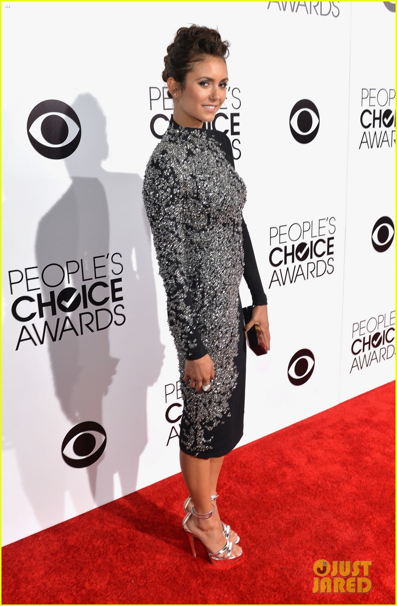 nina dobrev peoples choice awards 2014 red carpet 11