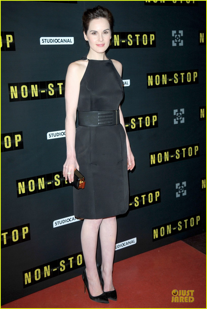 michelle dockery julianne moore non stop paris premiere 01