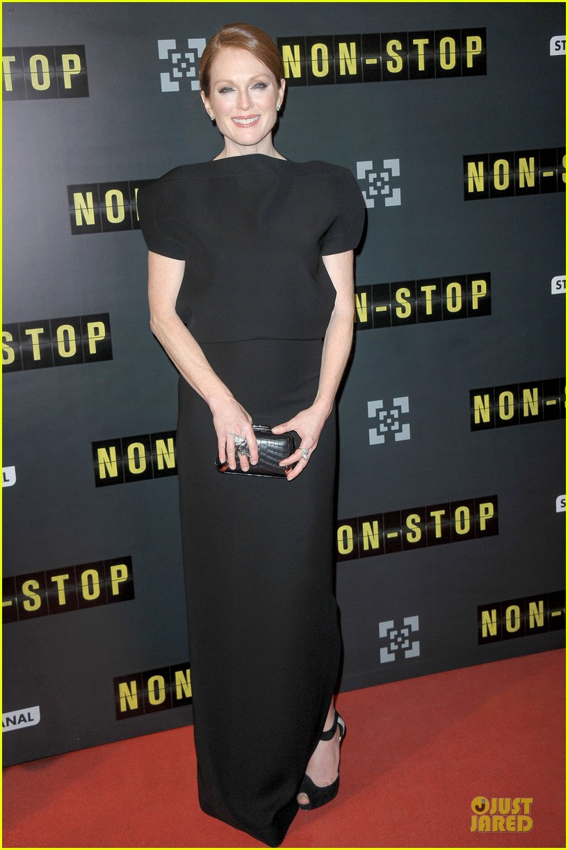 michelle dockery julianne moore non stop paris premiere 083042339