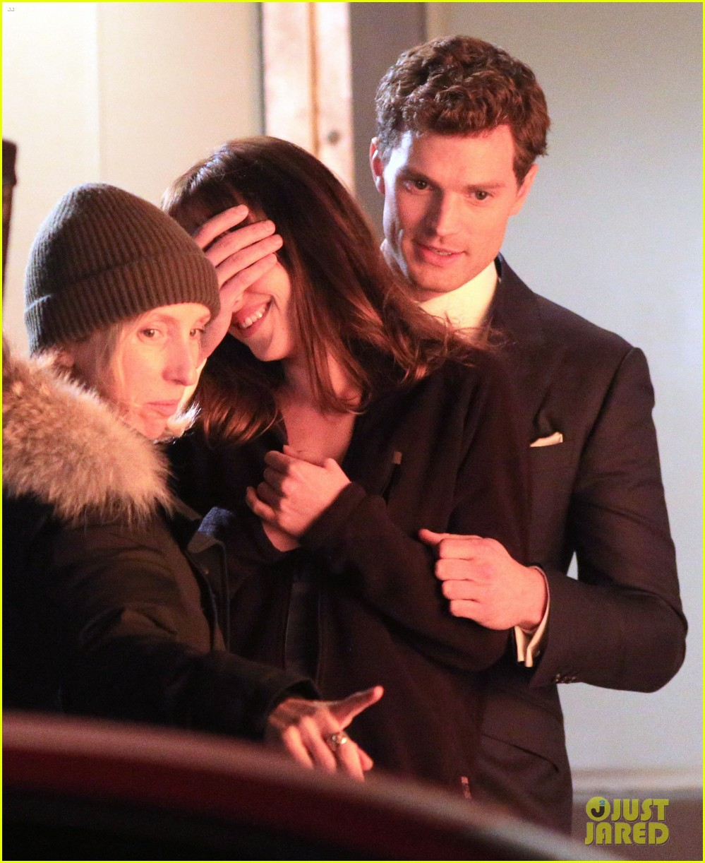 jamie dornan dakota johnson anastasia gets her new car 213033334