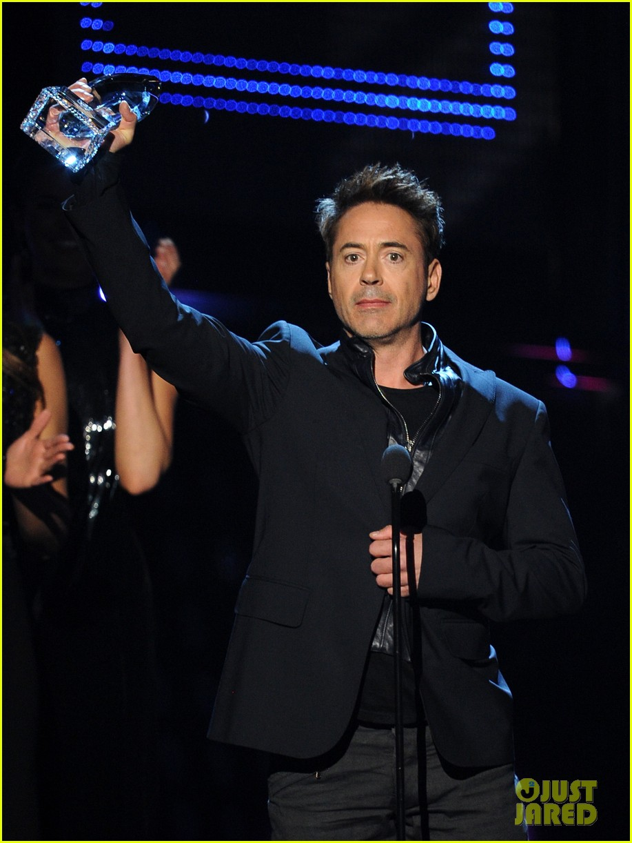 robert downey jr wins favorite action movie star at pcas 033025895