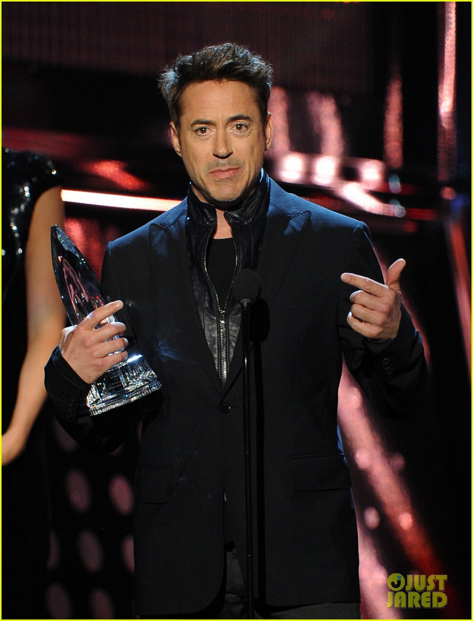 robert downey jr wins favorite action movie star at pcas 043025896