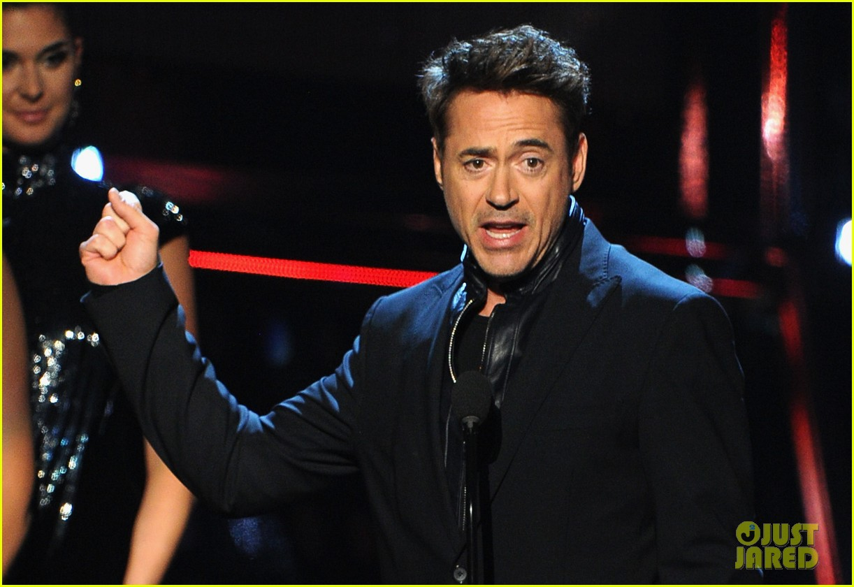 robert downey jr wins favorite action movie star at pcas 093025901