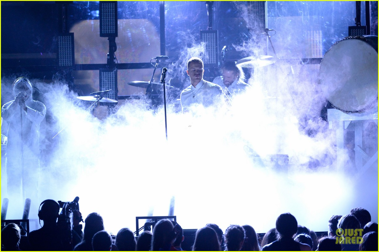 imagine dragons performs radioactive with kendrick lamar at grammys 2014 video 11