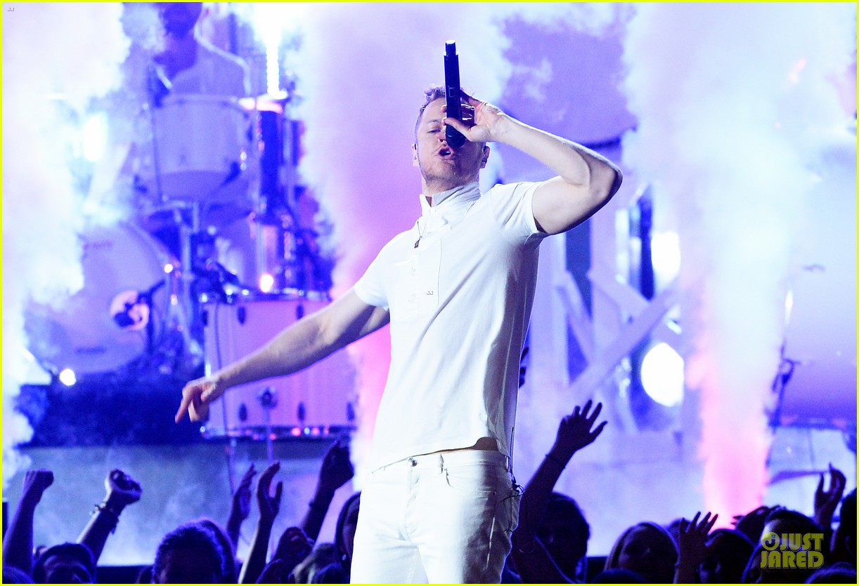 imagine dragons performs radioactive with kendrick lamar at grammys 2014 video 173041430