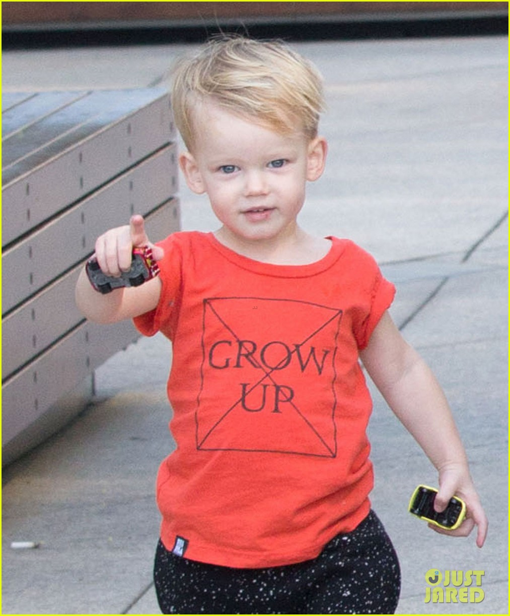 hilary duff gets lunch with luca after fancy new years eve 06