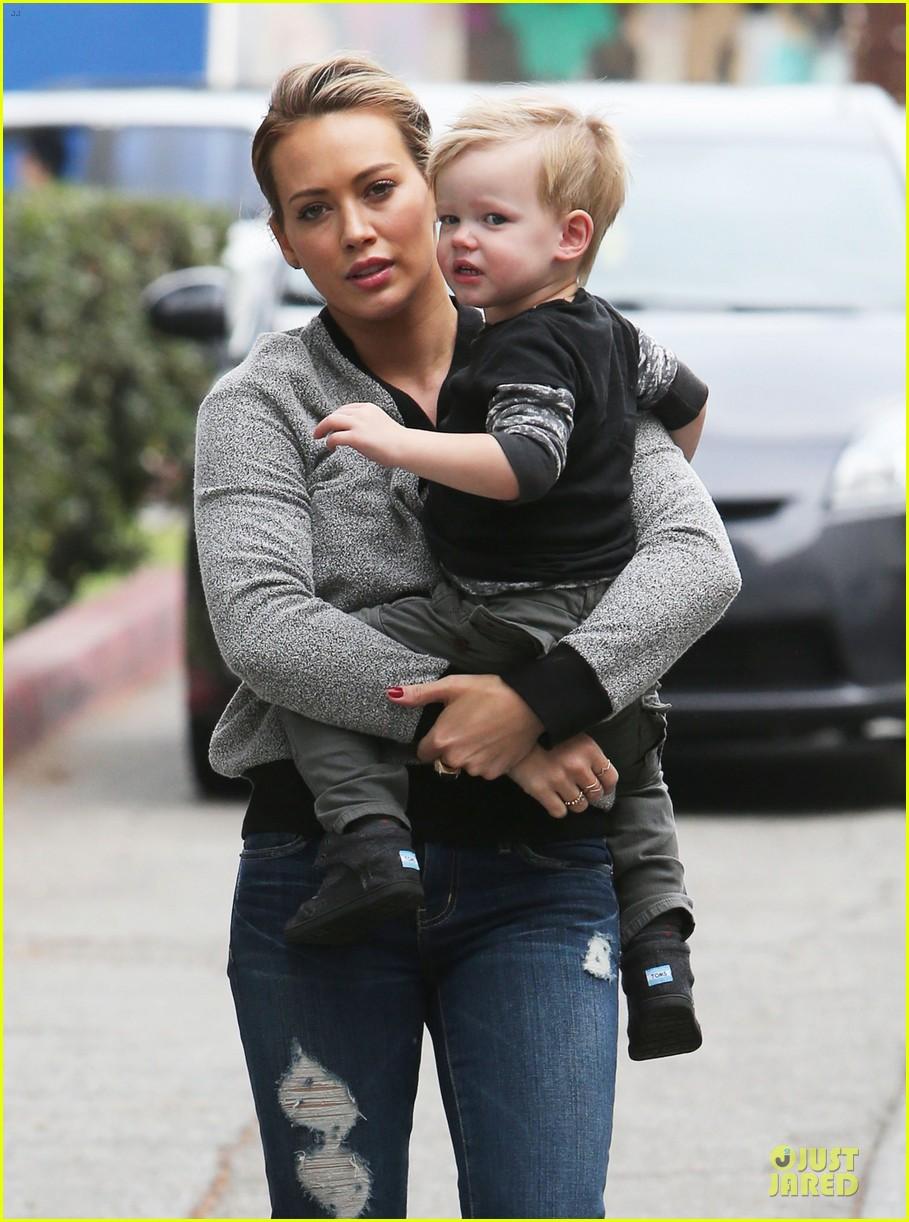 hilary duff weekend flea market stop with luca 023041779