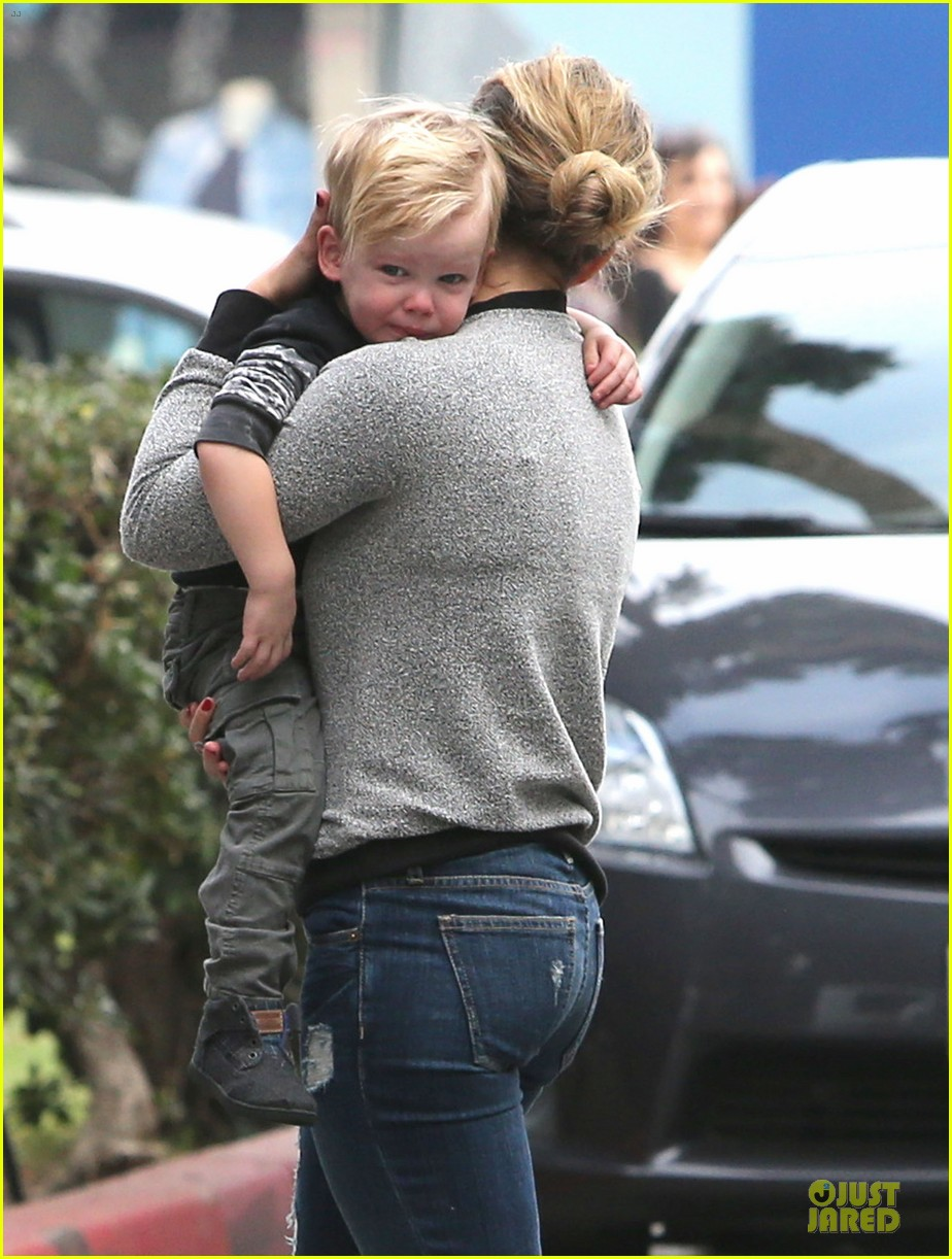 hilary duff weekend flea market stop with luca 153041792