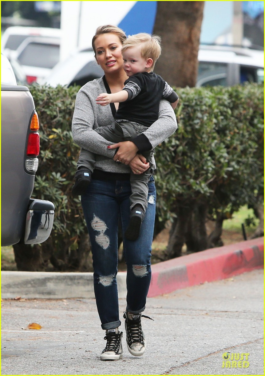 hilary duff weekend flea market stop with luca 173041794