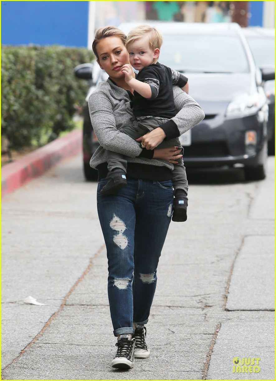 hilary duff weekend flea market stop with luca 183041795