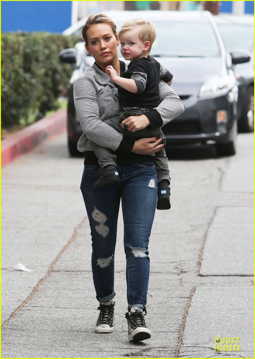 hilary duff weekend flea market stop with luca 203041797
