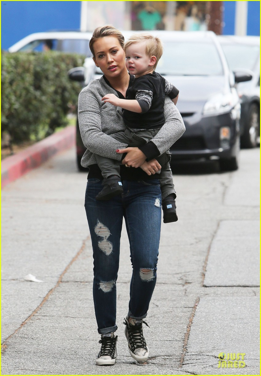 hilary duff weekend flea market stop with luca 213041798