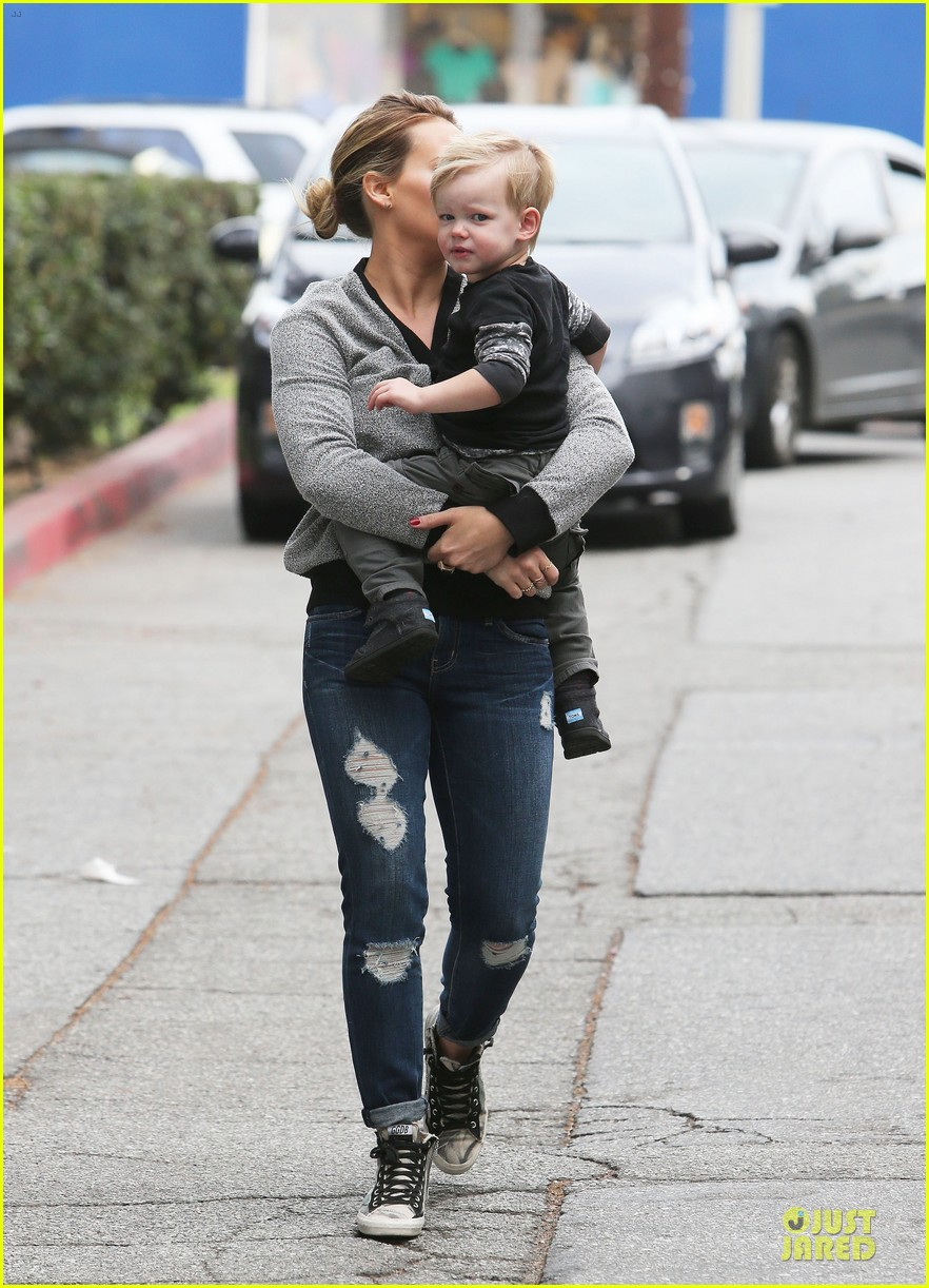 hilary duff weekend flea market stop with luca 223041799