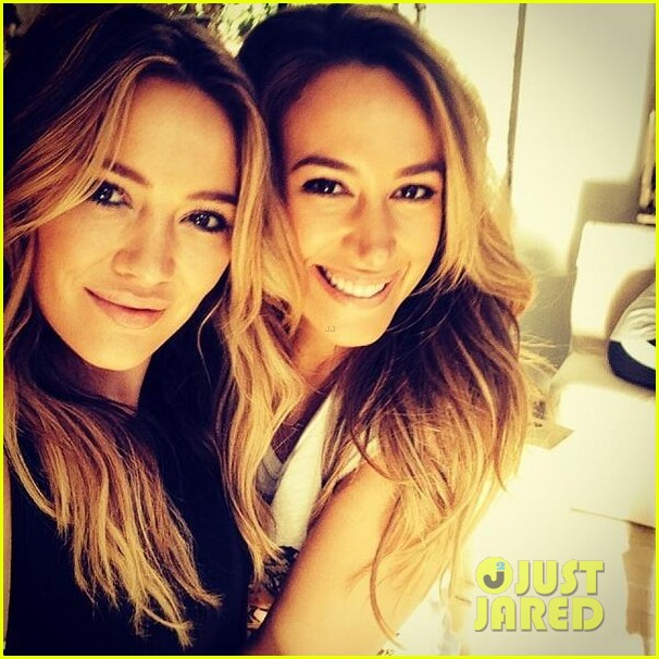 hilary duff films real girls kitchen with bib sis haylie 023037190