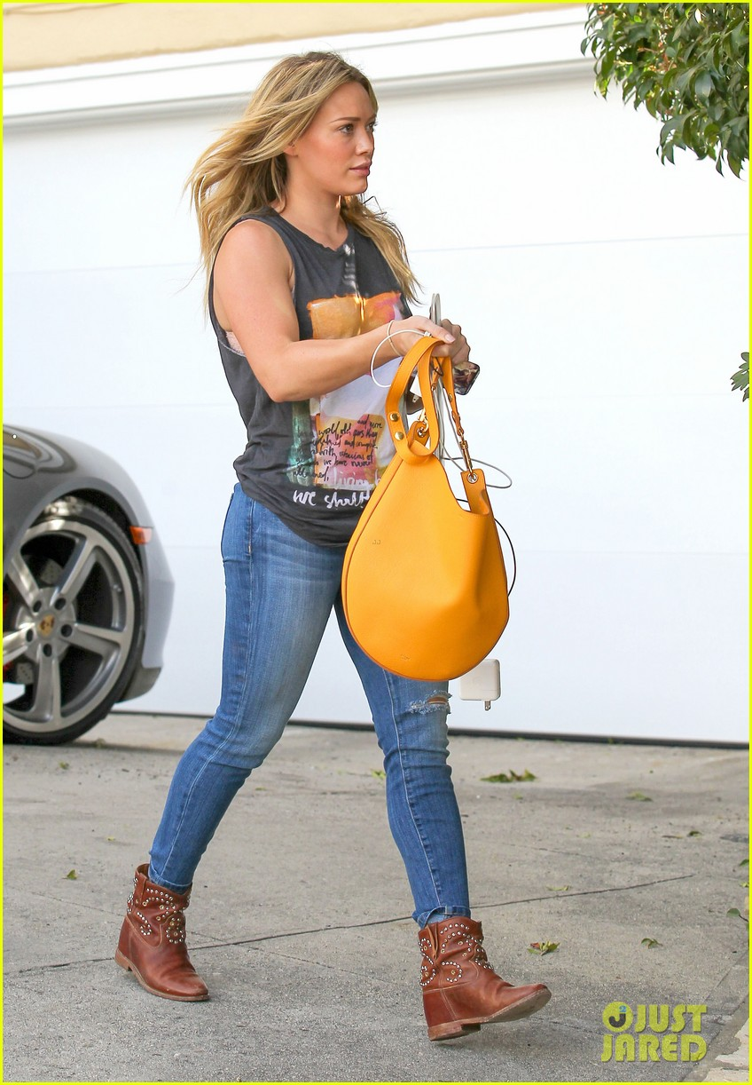 hilary duff films real girls kitchen with bib sis haylie 183037206