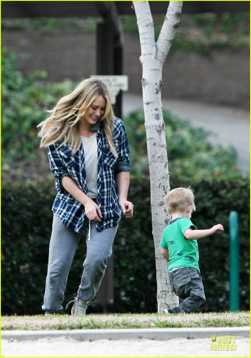 hilary duff park date with luca after hair appointment 013022404