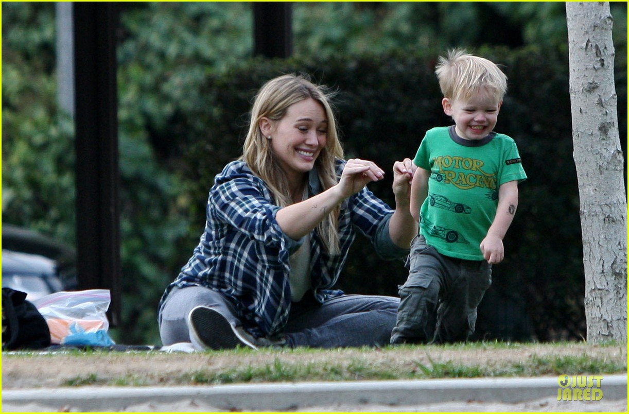 hilary duff park date with luca after hair appointment 033022406