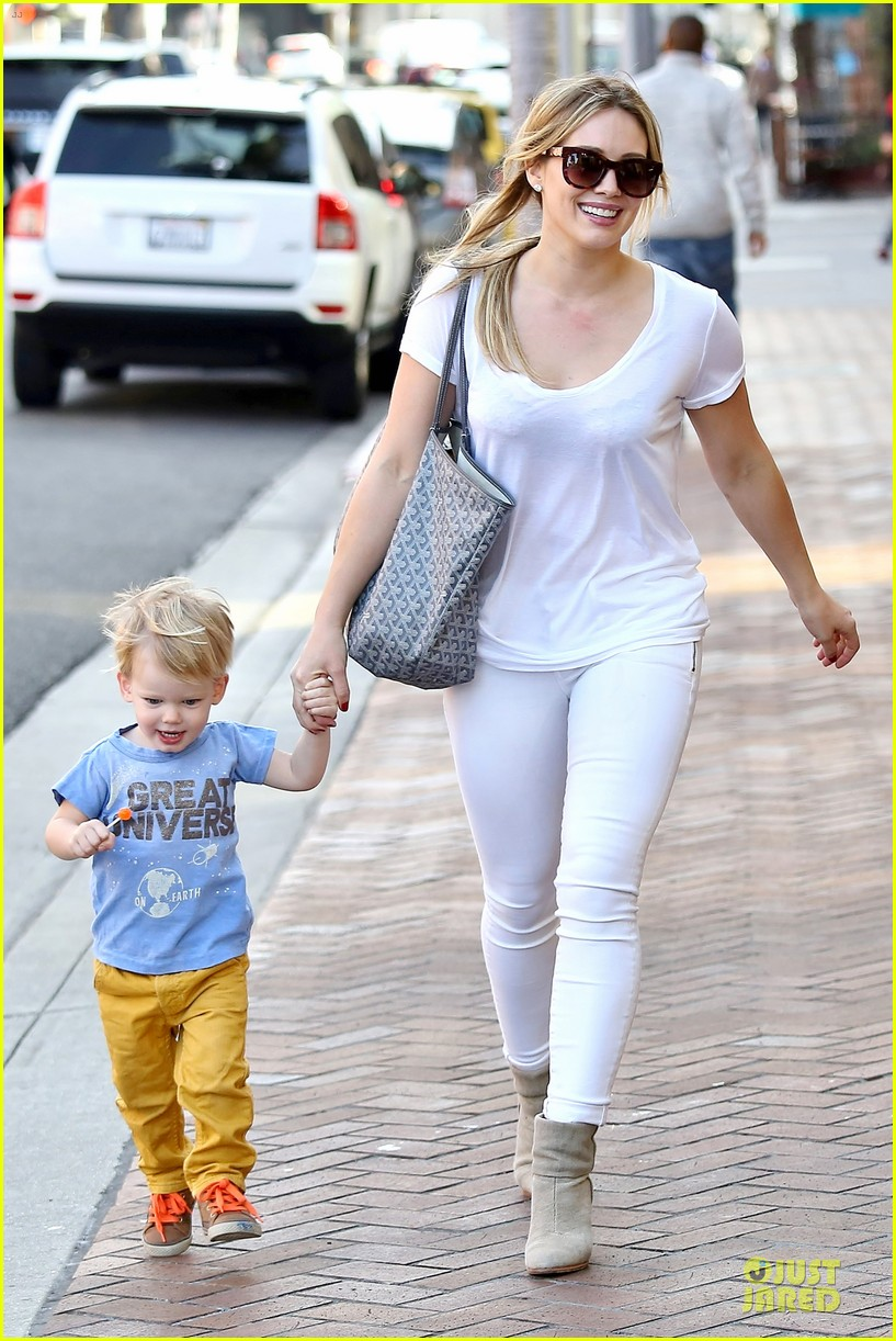 hilary duff its a great universe with luca 01