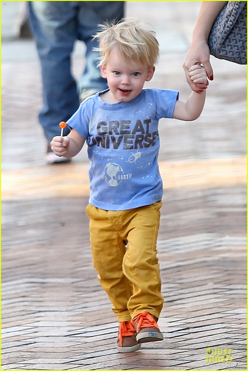 hilary duff its a great universe with luca 023043149