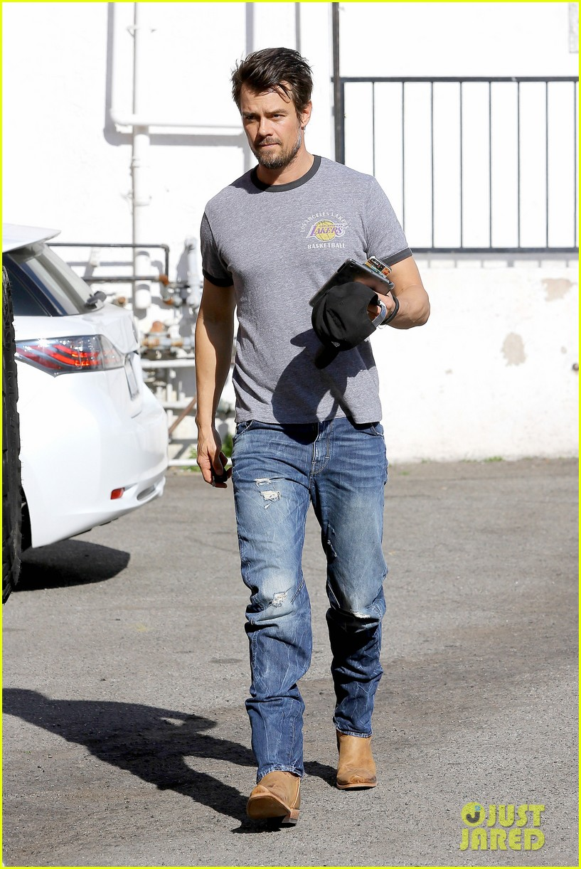 josh duhamel back in la after teaming up with pedigree at sundance 113037865
