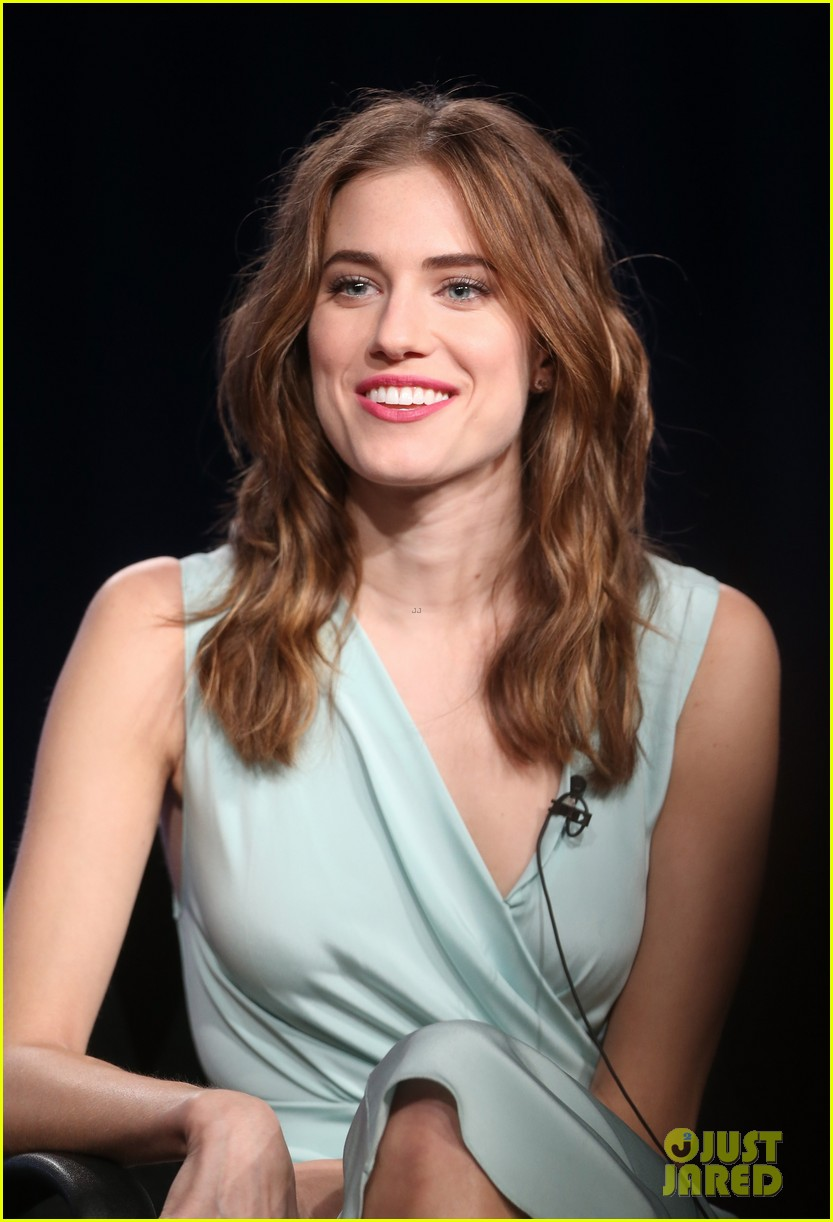 lena dunham allison williams girls tca winter tour panel 06