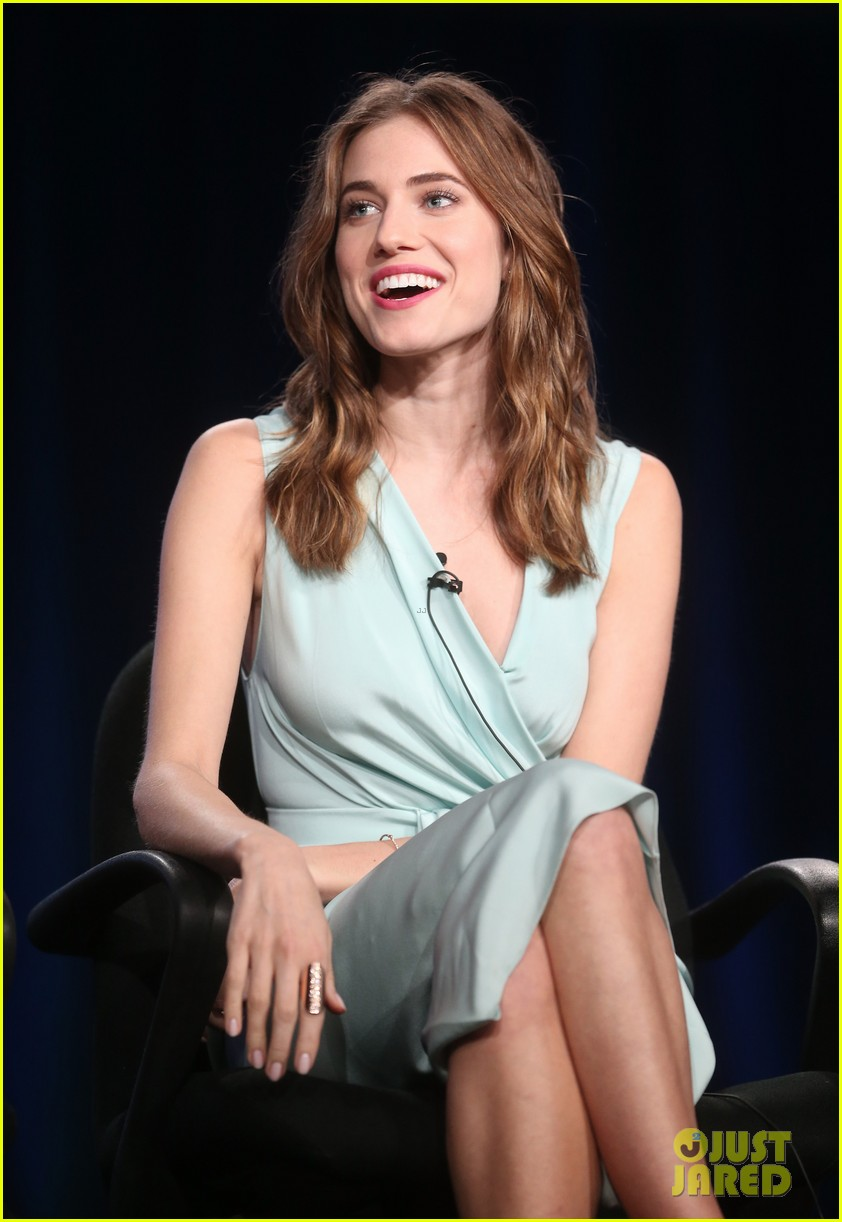 lena dunham allison williams girls tca winter tour panel 073026616